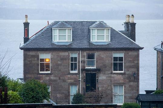 Dům, kde zesnulý chlapec žil.