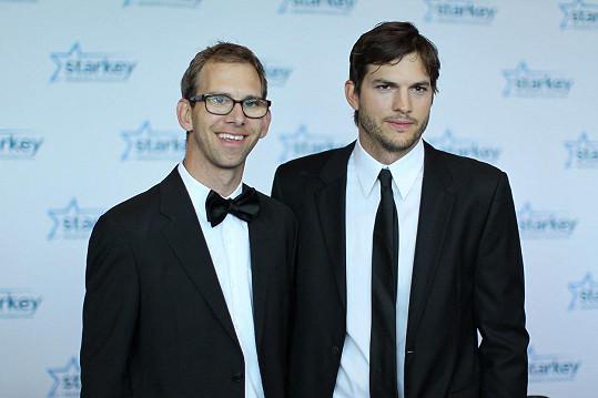 Ashton Kutcher a jeho dvojče Michael