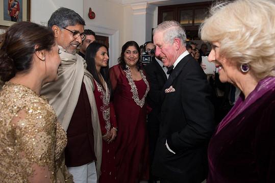 Princ Charles se na galavečeru setkal s herci z indických filmů.