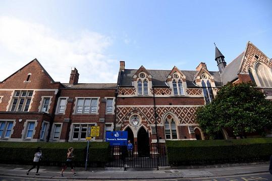 Thomas's Battersea school, kam chodí děti Kate a Williama. Čtyři děti umístili do karantény z obav před koronavirem.