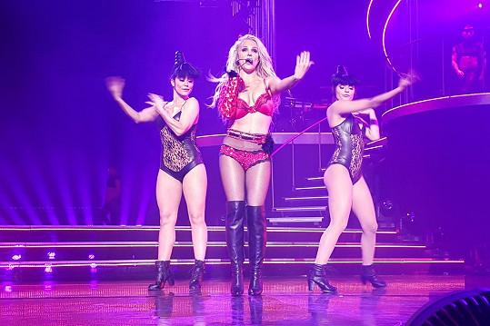 Britney koncertovala jen ve spodním prádle.