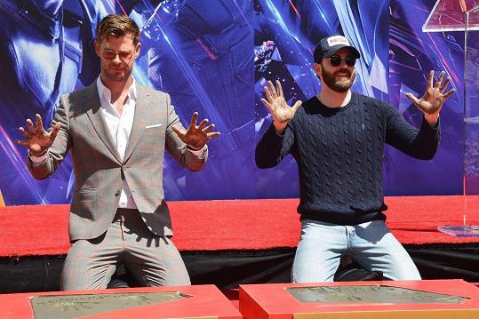 Chris Hemsworth a Chris Evans otiskli své ruce.