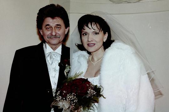 Na svatební fotce se Šárkou Rezkovou