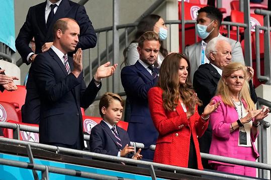 Vévodkyně Kate vyrazila s Williamem a Georgem na fotbalové Euro.