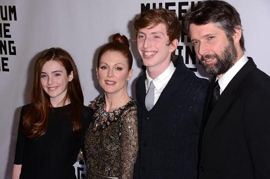 Oscarová držitelka s dcerou, synem Calebem a manželem Bartem Freundlichem