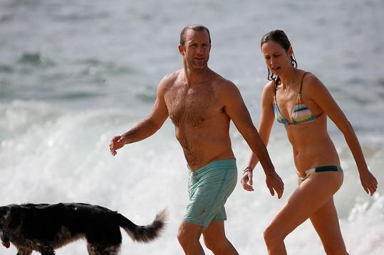 Scott Caan s neznámou ženou