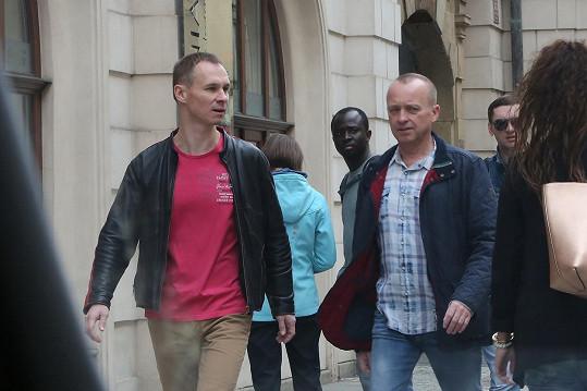 Karel Voříšek vyrazil na procházku s přítelem Vladimírem.