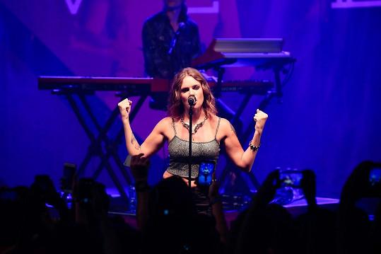 Zpěvačka během koncertu v Rio de Janeiru