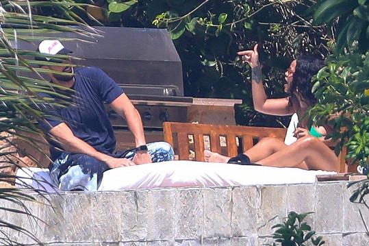 Rihanna s Hassanem vášnivě debatovali.