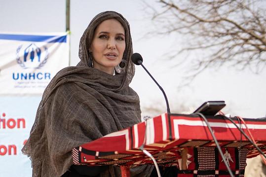 Je ambasadorkou Úřadu vysokého komisaře OSN pro uprchlíky a pomáhá nejen v Afghánistánu.