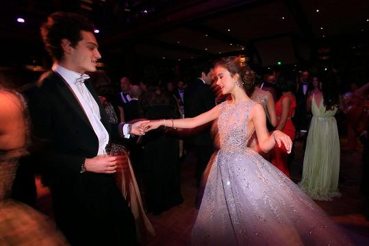 Na plese nezapřela královskou noblesu...