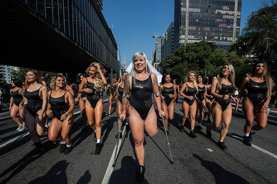 Finalistky Miss BumBum v ulicích Sao Paula