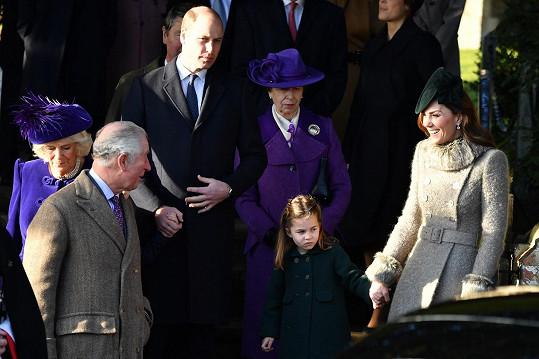 Nechyběl ani princ Charles, jeho žena Camilla (vlevo) a sestra Anne