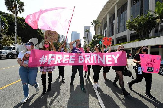 Vzdala také hold fanouškům za kampaň #freebritney.