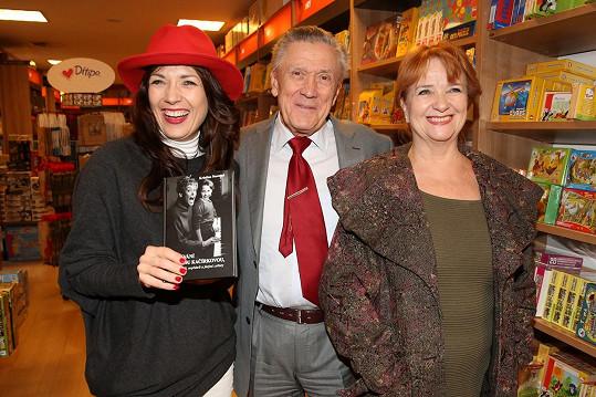 Tereza Kostková s tatínkem Petrem Kostkou a maminkou Carmen Mayerovou