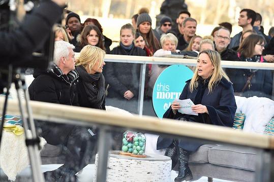 Marshall (vpravo) s kolegy z pořadu This Morning, v němž působí od roku 2003, Phillipem Schofieldem a Holly Willoughby