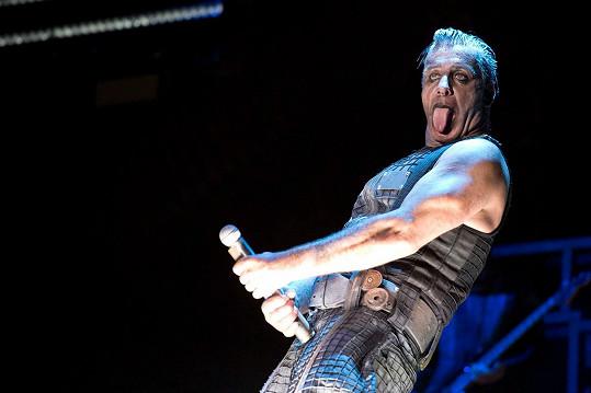 Rammstein na koncertech předvádí neskutečnou show a sexuální narážky nikdy nevynechají.