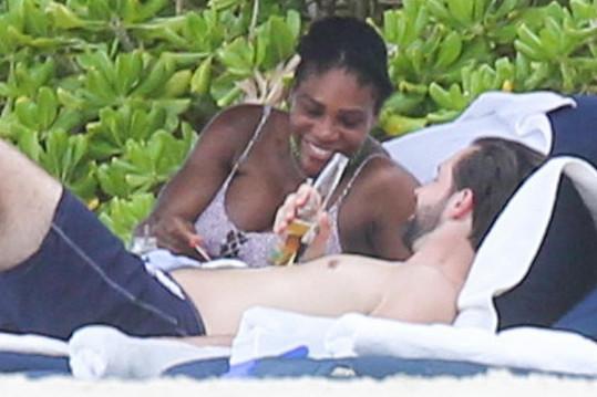 Těhotná Serena Williams relaxovala v Mexiku.