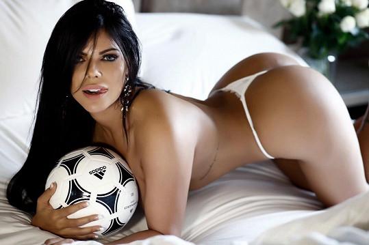 Fotbal miluje.