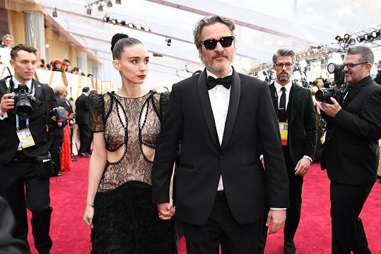 Joaquin Phoenix a Rooney Mara poprvé promluvili o synovi.
