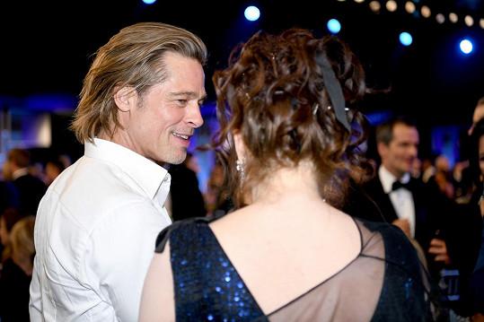 Brada Pitta na udílení hereckých cen hojně obletovaly slavné dámy.