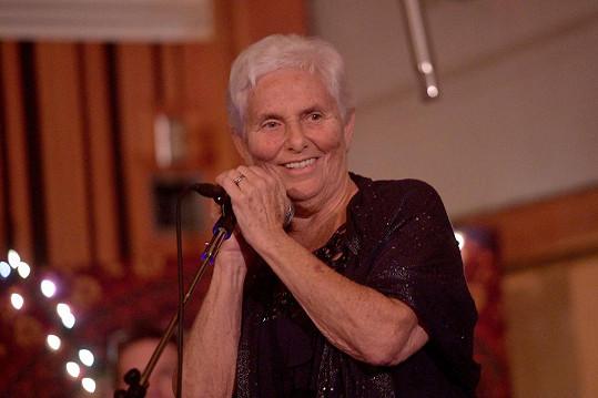 Ani aktivistka Arlyn Phoenix, známá též jako Heart, na večírku nechyběla.