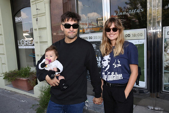 Emma Smetana s partnerem a malou Arielkou