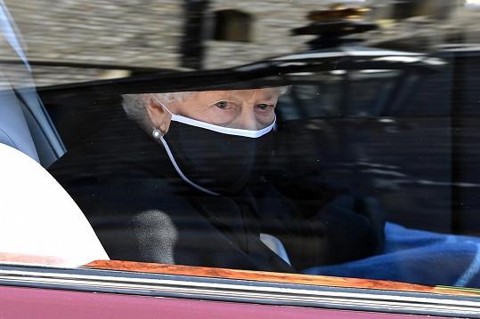 Královna cestou na poslední rozloučení s manželem, princem Philipem