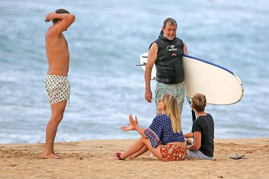 Herečka vyrazila na Havaj s manželem i svými rodiči.