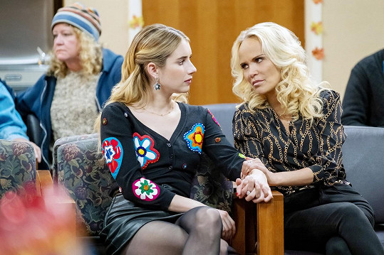 S Emmou Roberts v romantické komedii Sváteční rande.