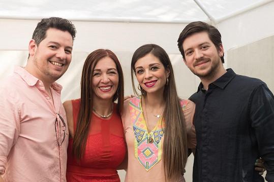 Alejandra se svými dětmi (zleva) Robertem (34), Alejandrou (32) a Mauriciem (25). Je už také čtyřnásobnou babičkou.