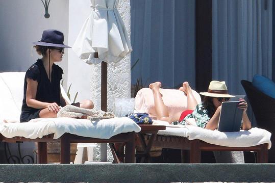 Do Mexika vyrazila Jessica (vpravo) také s kamarádkou.