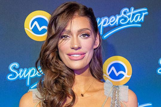 Jasmina Alagič ukázala i přifouknuté rty.