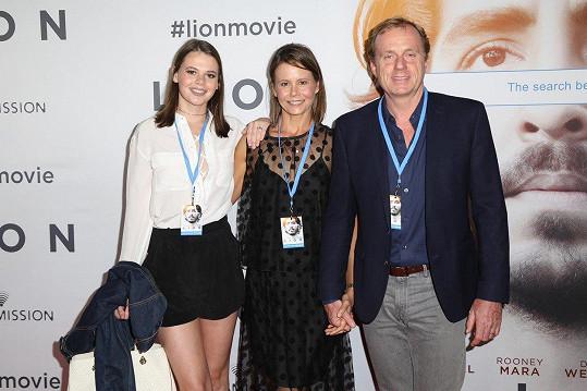 Lucia s matkou a sestrou Nicole Antoniou a jejím manželem Craigem. S otcem Lucie se rozvedla v roce 2007.