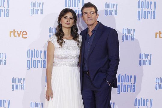 Penélope Cruz a Antonio Banderas na premiéře filmu Bolest a sláva