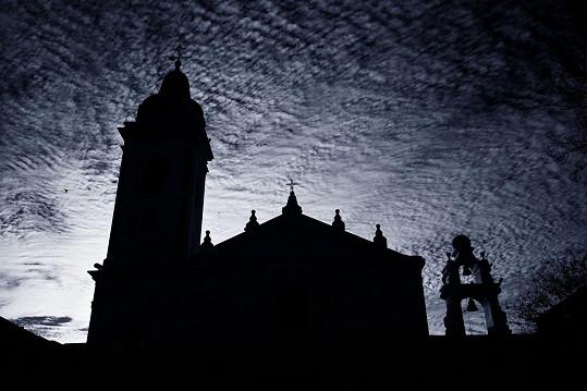 Za soumraku zde obchází duch bývalého hrobníka.