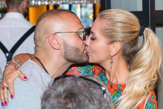 Rytmus a vášnivý polibek s Darou