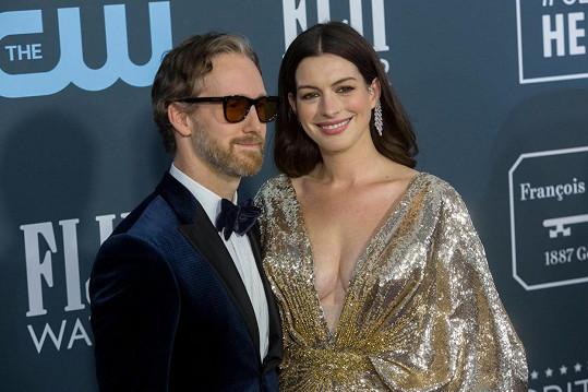 Anne Hathaway věděla od prvního okamžiku, že je Adam Shulman její životní láskou.