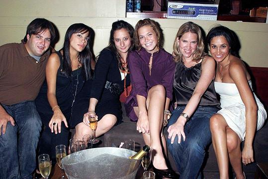 Moore (třetí zleva) zavzpomínala na rok 2006, kdy s Meghan (úplně vlevo) strávila nějaký čas.