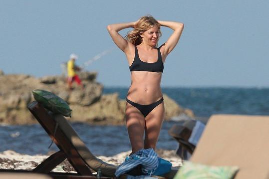 Sienna má perfektní tělo.