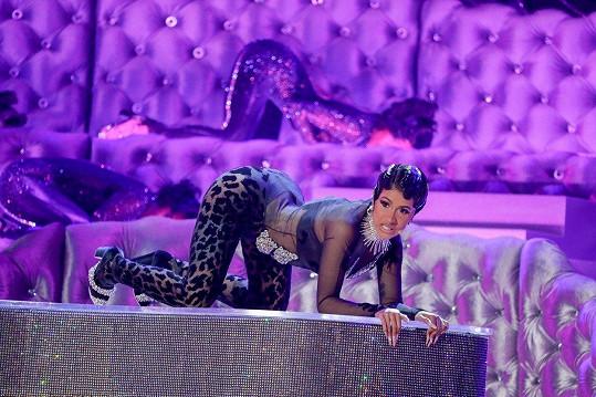 Cardi předvedla na pódiu žhavé vystoupení.