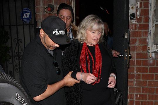 Debbie Rowe si přišla poslechnout dceru do klubu.