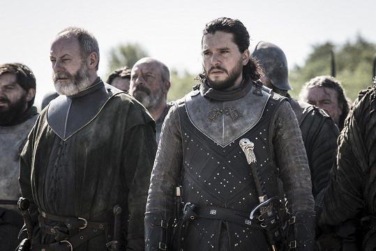 Kit (vpravo) jako Jon Snow ve Hře o trůny