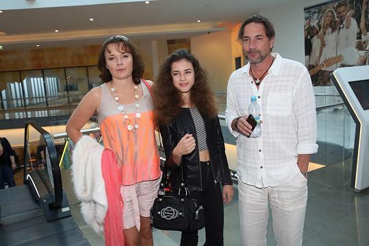 Bára Munzarová vzala dceru a partnera Martina Trnavského do kina.