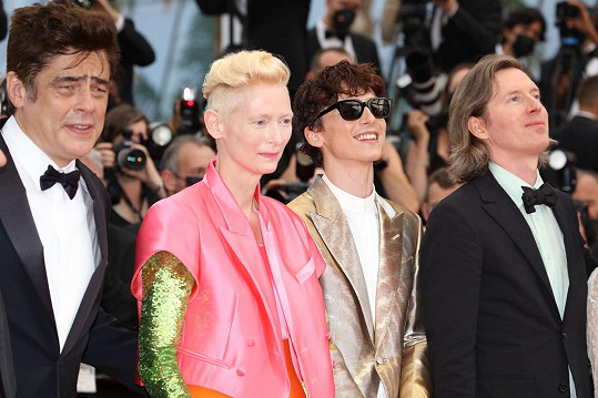 Benicio Del Toro, Tilda Swinton, Timothée Chalamet a Wes Anderson na uvedení snímku The French Dispatch na festivalu v Cannes