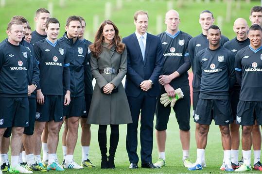 Princ William s Kate a anglickou fotbalovou reprezentací na archivní fotce