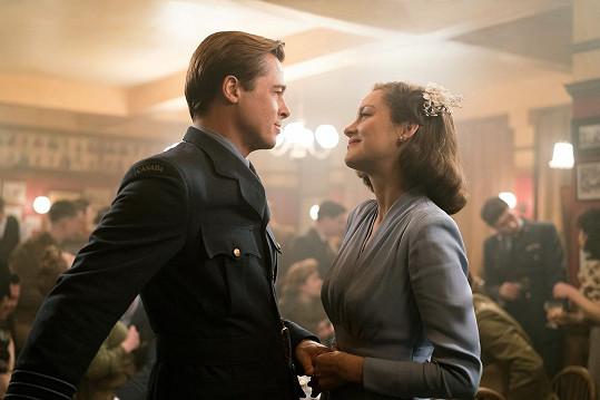V době rozpadu manželství Brada Pitta a Angeliny Jolie byla do celé aféry zapojena.