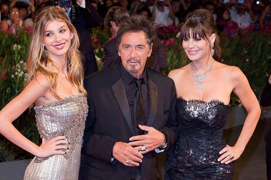Camila Morrone s matkou Lucilou a jejím slavným partnerem Alem Pacinem