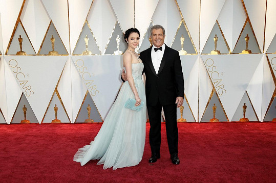 Mel Gibson a Rosalind Ross byli ozdobou Oscarů.