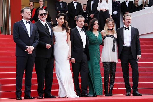 Zleva: DiCaprio, Tarantino s manželkou, producenti David Heyman a Shannon McIntosh, Robbie a Pitt